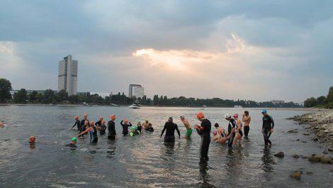 Europaschule schwimmt im Rhein